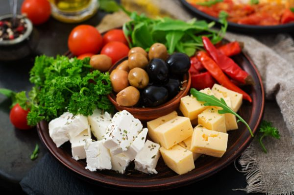 diner platter with olives cheese vegetables 2829 11264 1 600x398 - خانه